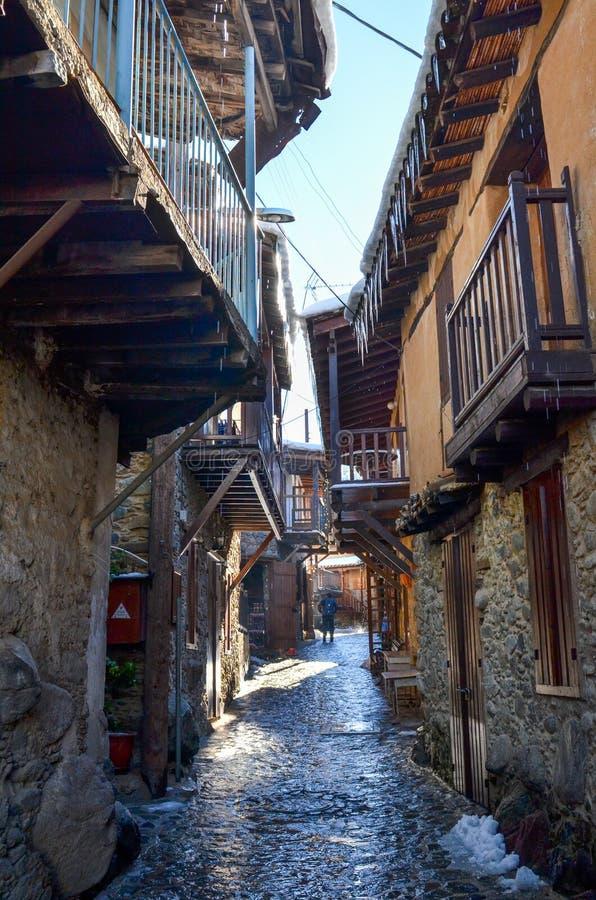 A vila de Kakopetria em Chipre sob a neve fotografia de stock royalty free