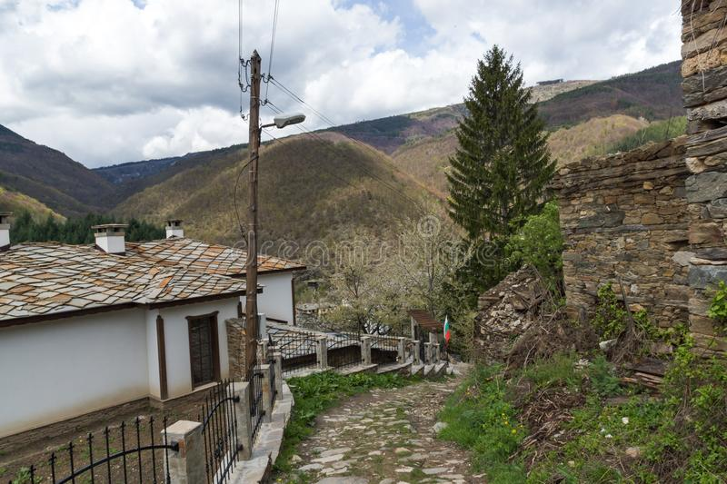 Vila de Kosovo com as casas do século XIX autênticas, Bulgária fotos de stock