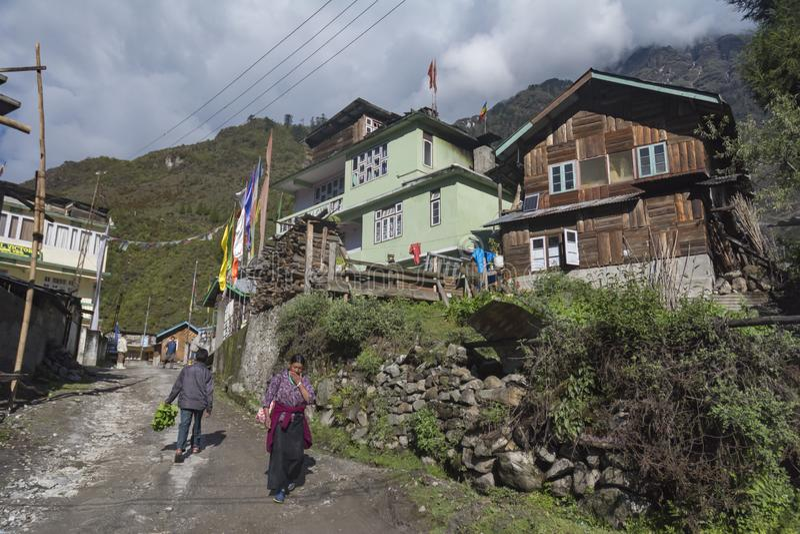 Vila de Lachung perto do vale de Yumthang, Sikkim, Índia imagens de stock