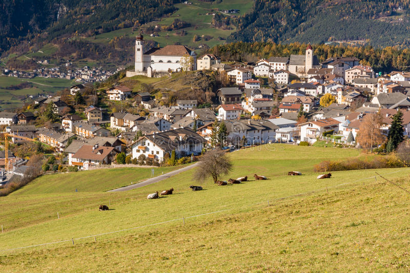 Vila de Laion, Southtyrol, Itália foto de stock