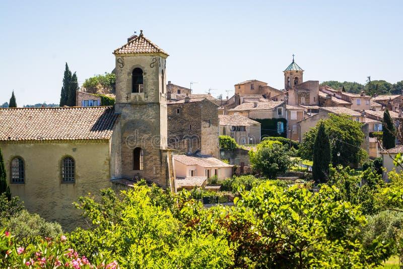Vila de Lourmarin Listado como as vilas as mais bonitas de Fran?a fotos de stock