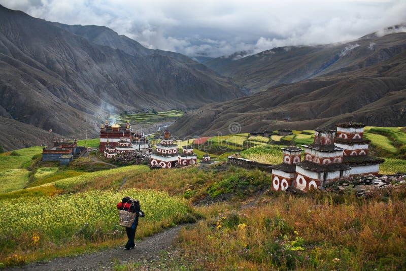 Vila de Saldang, Nepal fotos de stock royalty free