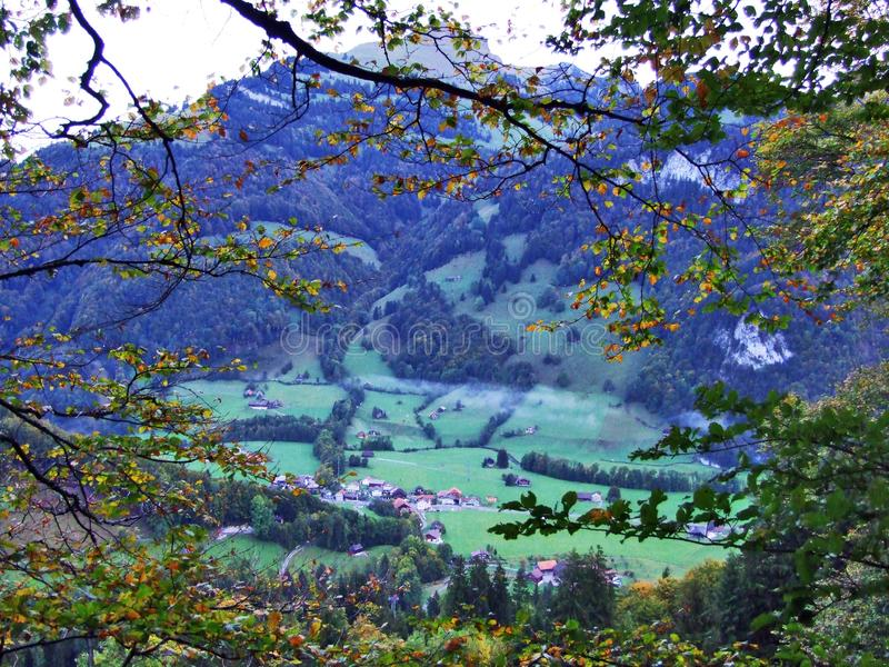 Vila de Starkenbach na região de Toggenburg e no Thur River Valley fotografia de stock royalty free