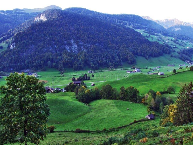Vila de Starkenbach na região de Toggenburg e no Thur River Valley fotografia de stock