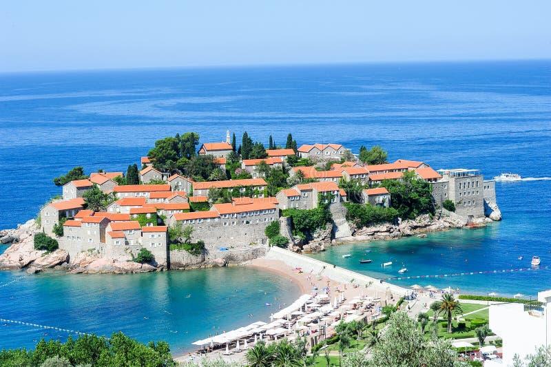 A vila de Sveti Stefan fotos de stock royalty free
