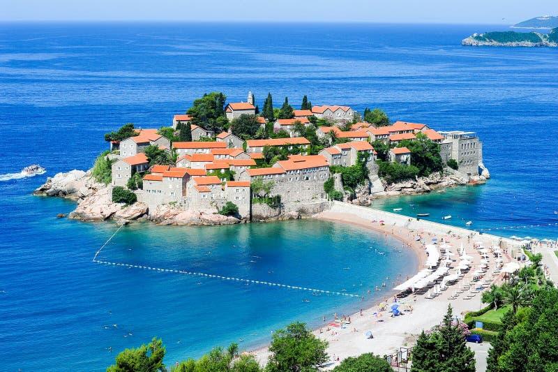 A vila de Sveti Stefan imagens de stock royalty free