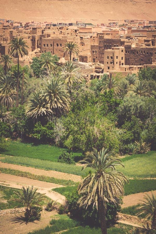 Vila de Tinerhir perto de Georges Todra em Marrocos fotos de stock