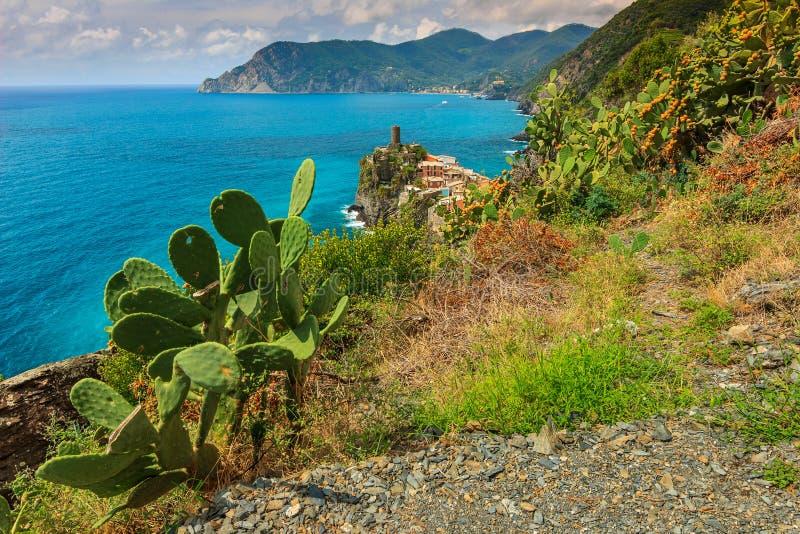 Vila de Vernazza na costa de Cinque Terre de Itália, Europa foto de stock