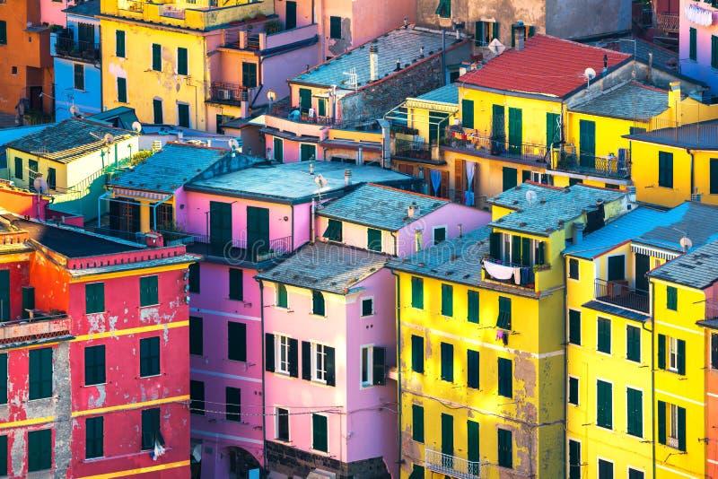 Vila de Vernazza, opinião aérea das construções Cinque Terre, Ligury, I imagens de stock royalty free