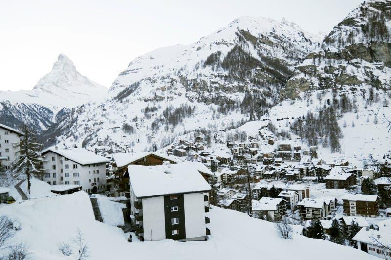 Vila de Zermatt no inverno foto de stock