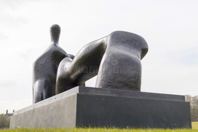Vila diagramet, är bågebenet en skulptur för brons 1969-70 vid Henr royaltyfria foton