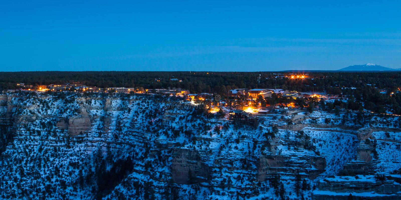 Vila do Grand Canyon no crepúsculo imagens de stock royalty free