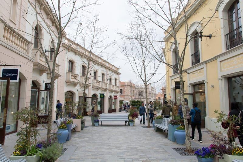 VILA DO LA ROCA, BARCELONA, ESPANHA - 17 DE MARÇO DE 2018: compra miliampère fotografia de stock