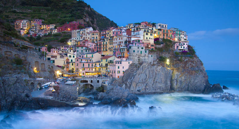 Vila do pescador de Manarola em Cinque Terre, Italy imagens de stock royalty free