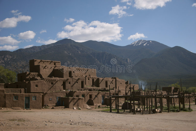 Vila do povoado indígeno de Taos fotografia de stock