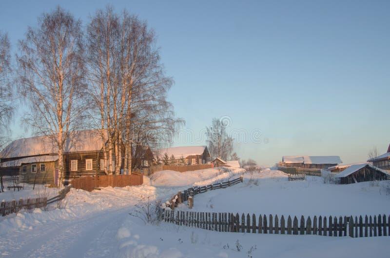 Vila do russo no por do sol imagem de stock