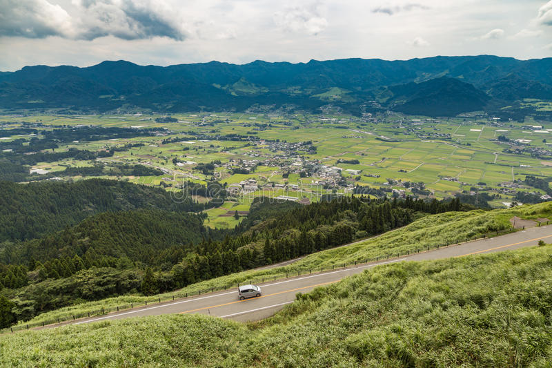 A vila e a agricultura de Aso colocam em Kumamoto, Japão foto de stock
