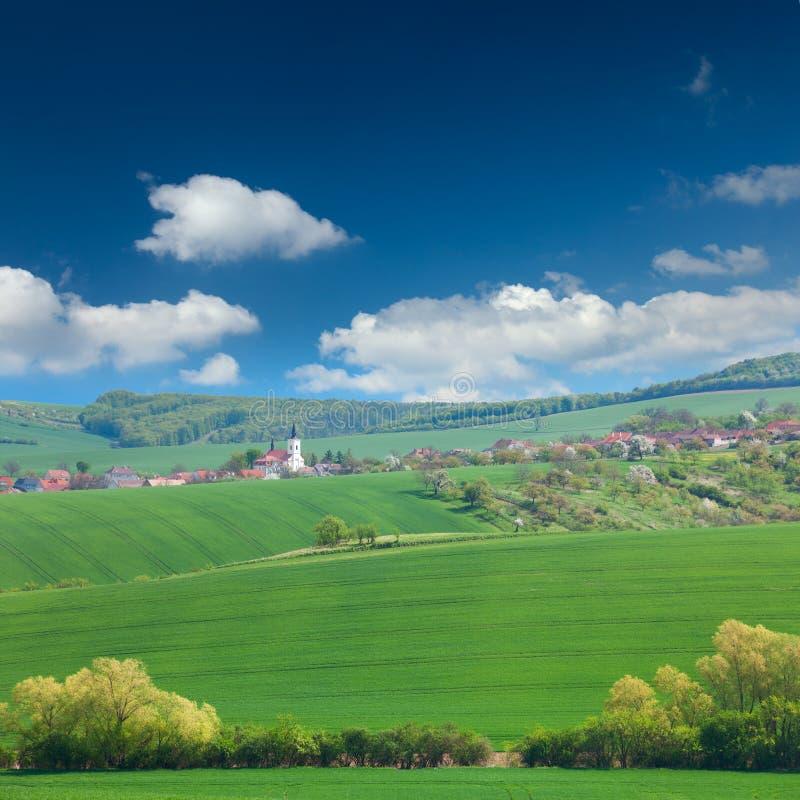 Vila e natureza europeias velhas, conceito das férias de verão imagem de stock
