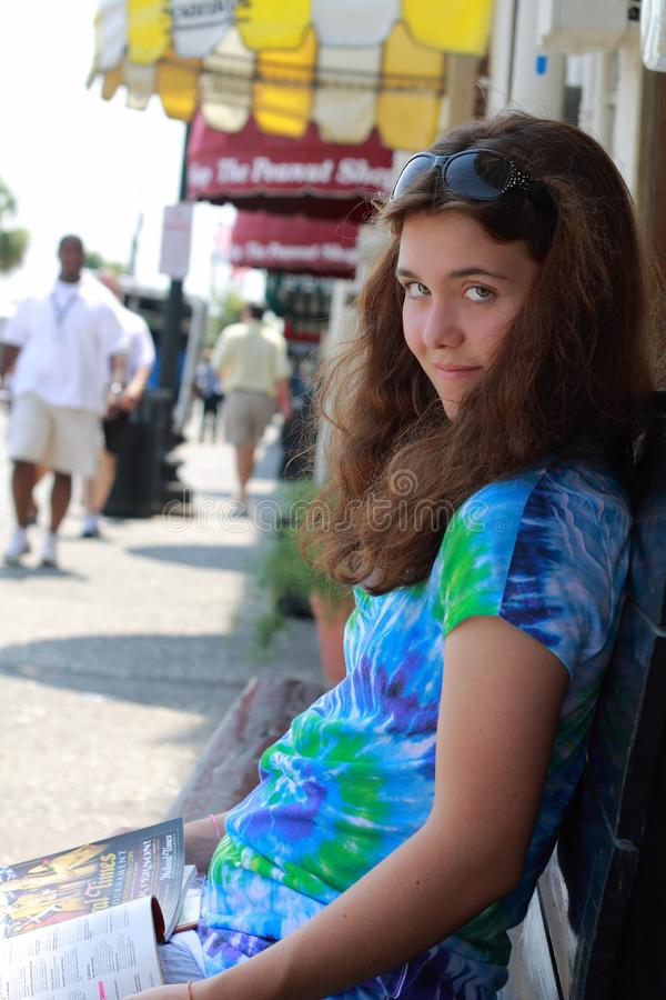 vila för flicka som är teen royaltyfri fotografi