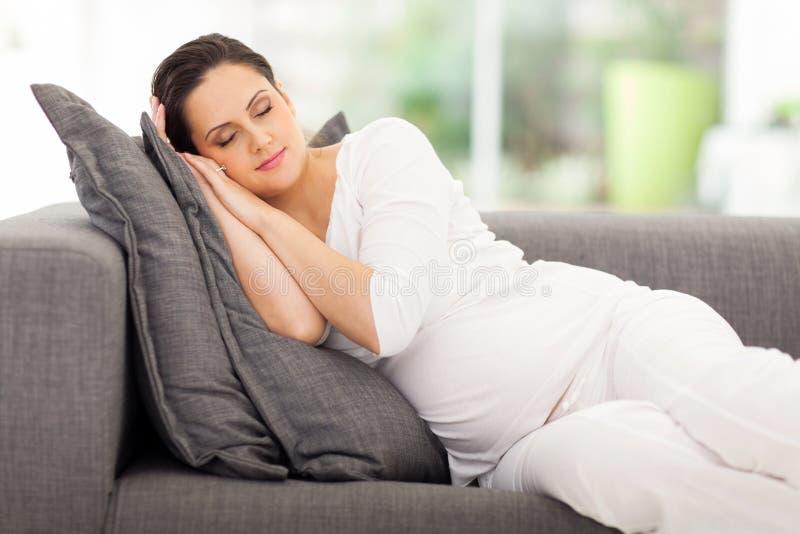 Vila för gravid kvinna arkivfoton
