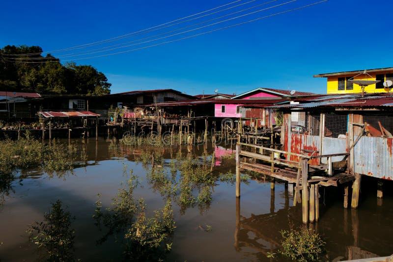Vila famosa da água de Brunei imagens de stock royalty free