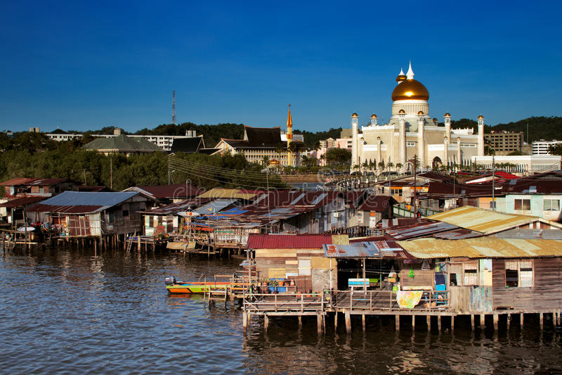 Vila famosa da água do capital de Brunei foto de stock royalty free