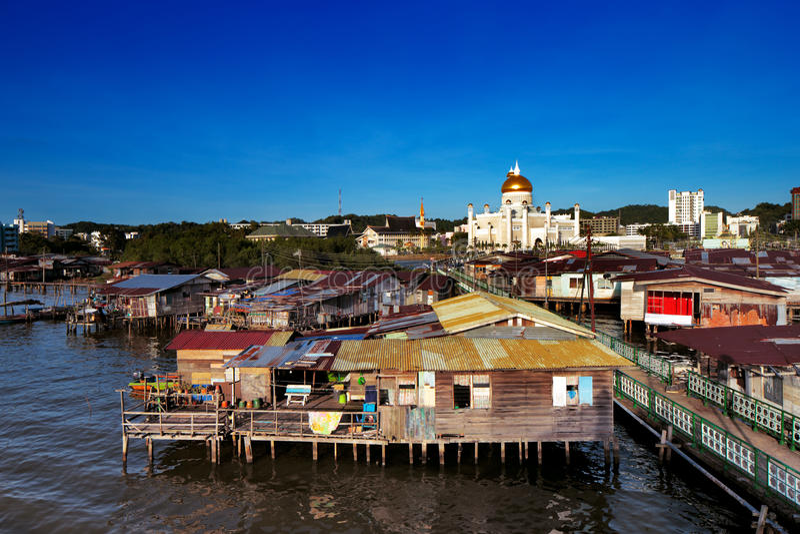 Vila famosa da água do capital de Brunei fotos de stock