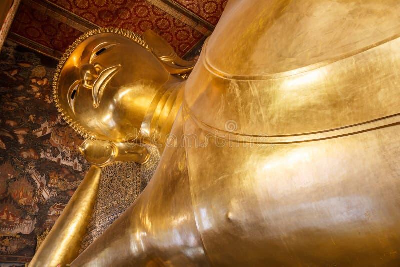 Vila guld- Buddha i den Wat Pho templet i Bangkok royaltyfri bild