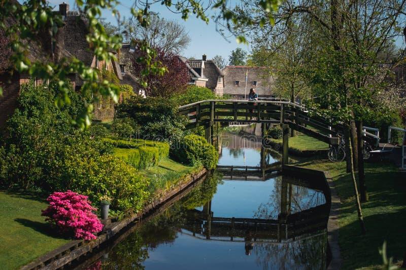 Vila holandesa incomum, Giethoorn, vila sem estradas fotografia de stock royalty free
