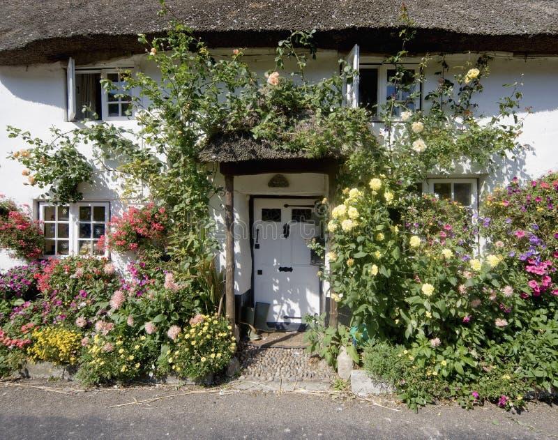 Vila jurássico do branscombe da costa de Inglaterra Devon imagem de stock