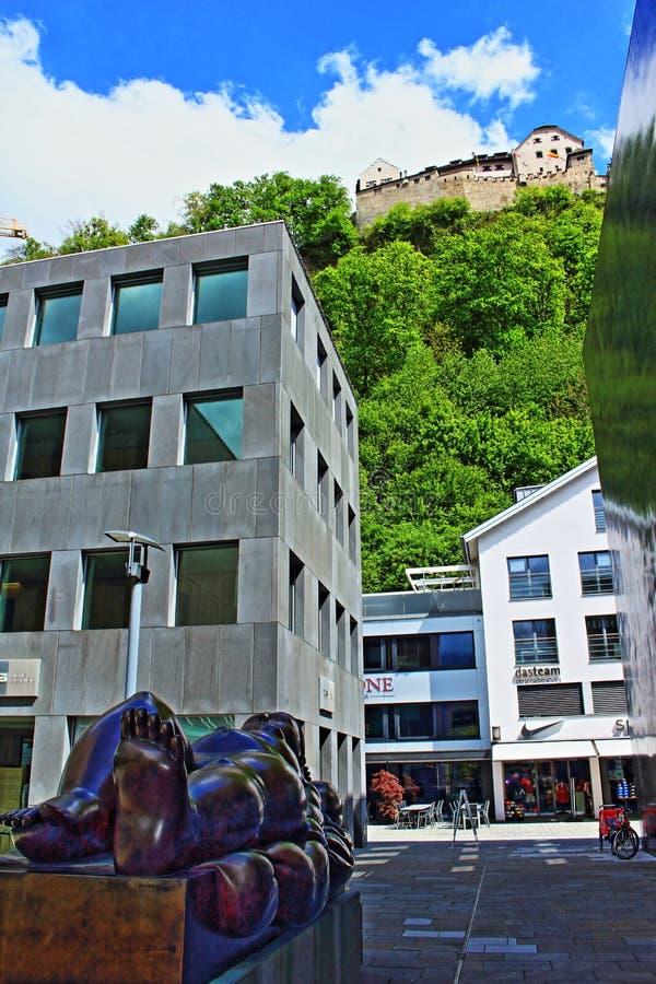 Vila kvinnaskulptur Vaduz Liechtenstein royaltyfria bilder
