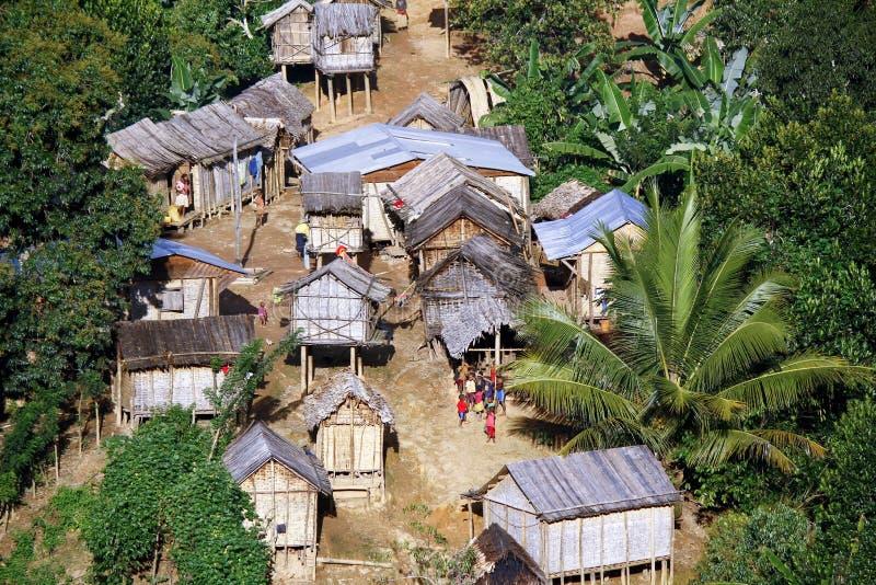 Vila malgasy típica - cabana africana fotografia de stock royalty free