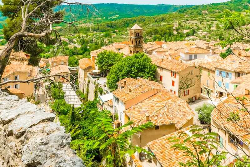 Vila medieval antiga Moustiers Sainte Marie, Provence, Verdo imagens de stock royalty free