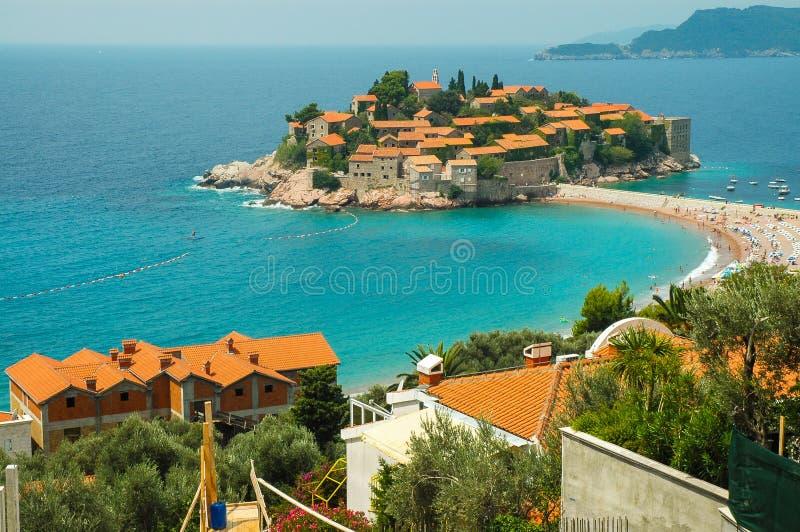 Vila mediterrânea na ilhota Sveti Stefan, Montenegro fotos de stock