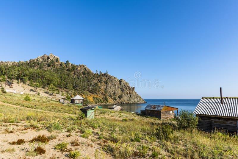 Vila na costa do Lago Baikal fotografia de stock royalty free
