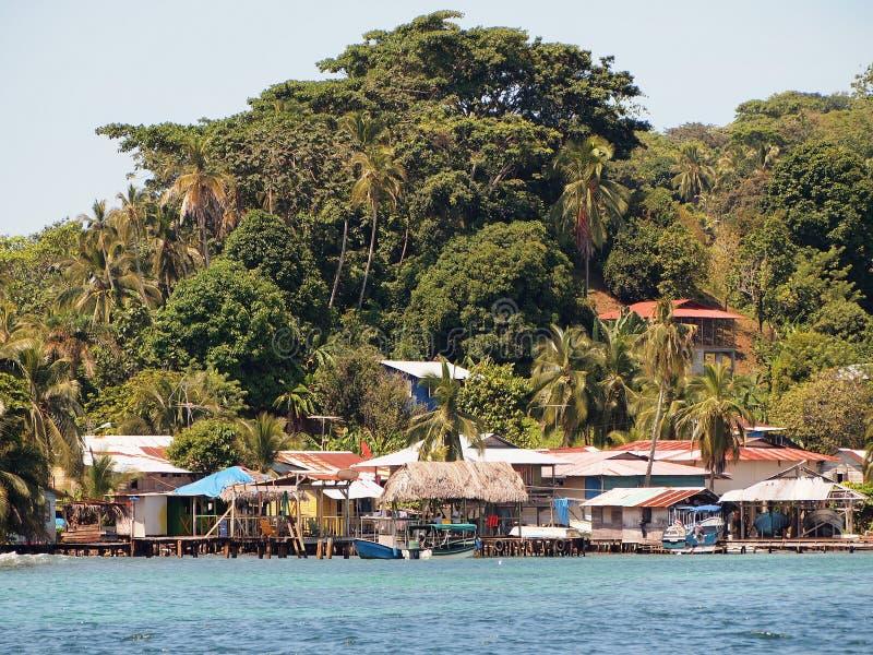 Vila na ilha das Caraíbas fotos de stock royalty free