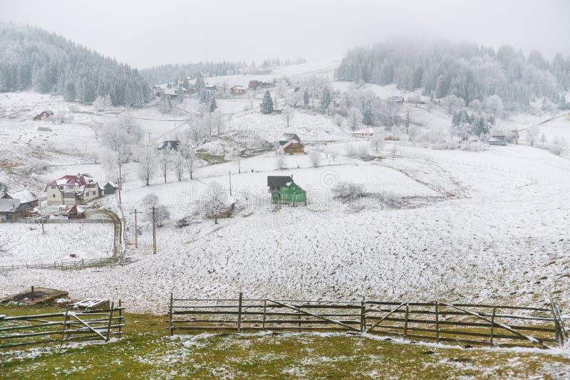 Vila nevado imagem de stock