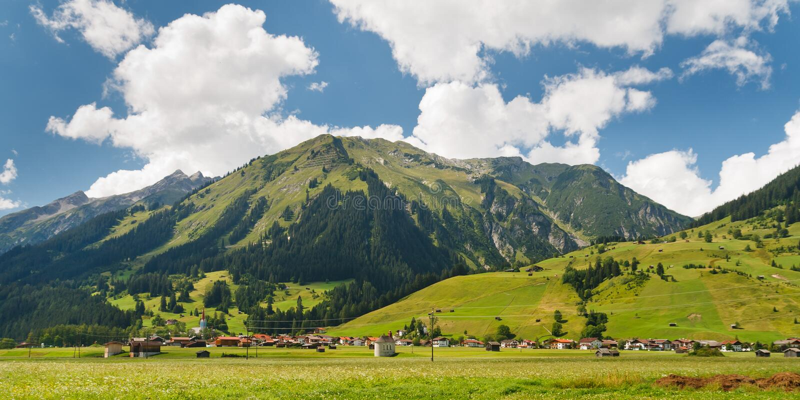 Vila nos alpes, Áustria imagens de stock royalty free