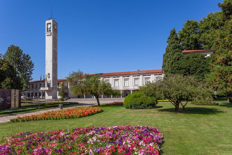 Vila Nova De Famalicao, Portugalia - urzędu miasta budynek opuszczał i trybunał zdjęcia stock