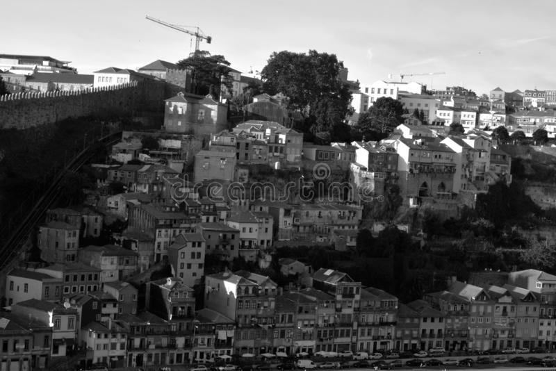 Vila Nova de Gaia, Portugal - städtische Architektur auf einer Stadtstraße stockbild
