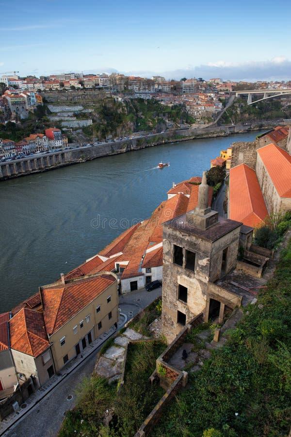 Vila Nova de Gaia y Oporto en Portugal fotografía de archivo