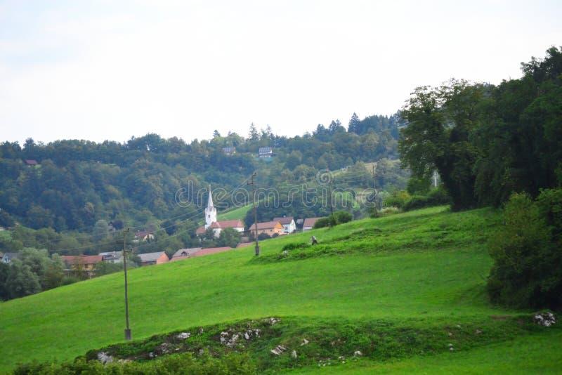 Vila pastoral Novo Mesto Slovenia do  do iÄ do  de HmeljÄ da paisagem fotos de stock royalty free