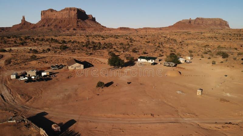 "Vila perto vale monumento do Oljato†do ""no Arizona Hou do rancho fotografia de stock royalty free"