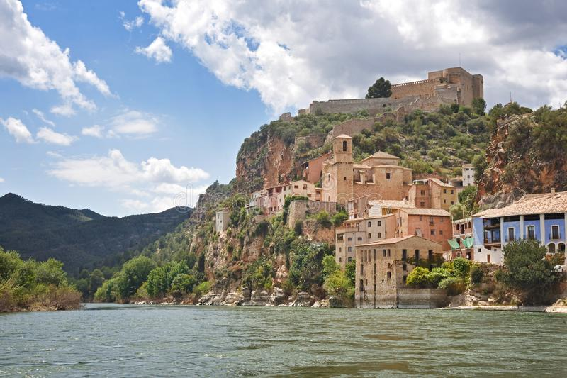 Vila província de Miravet, Tarragona, Catalonia, Espanha fotos de stock royalty free