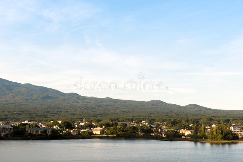 Vila rural japonesa no lago Kawaguchiko Yamanashi, Japão fotos de stock royalty free