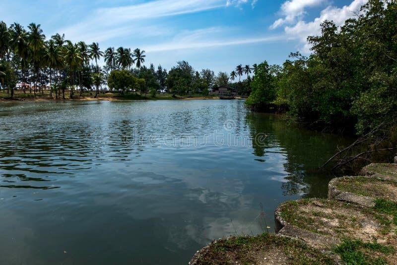 Vila tradicional do pescador situada em Terengganu, Malásia foto de stock