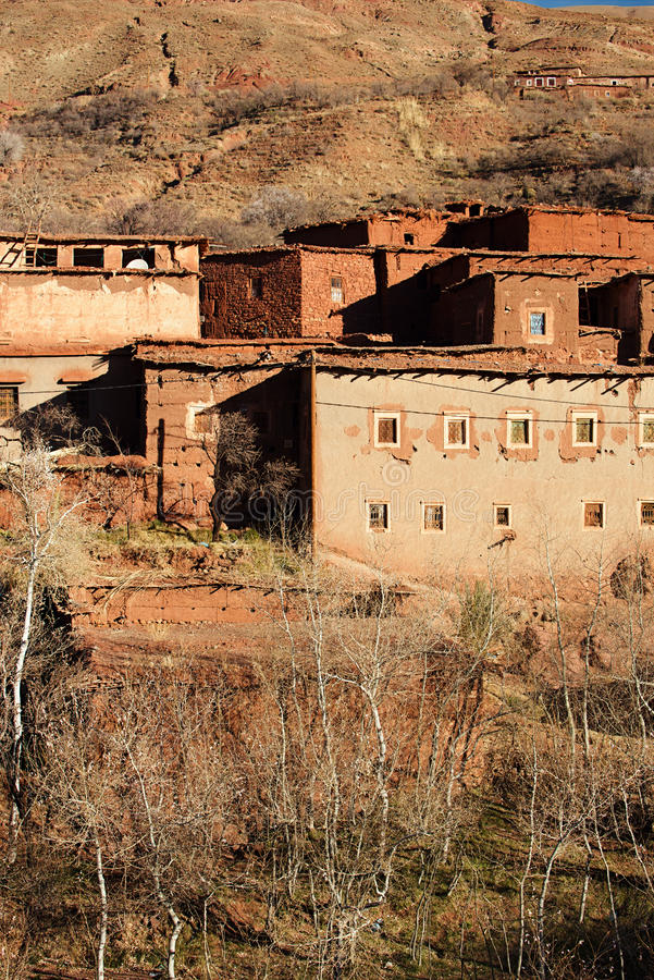 Vila tradicional dos berbers no atlas alto imagem de stock royalty free