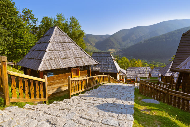 Vila tradicional Drvengrad Mecavnik - Sérvia fotografia de stock royalty free