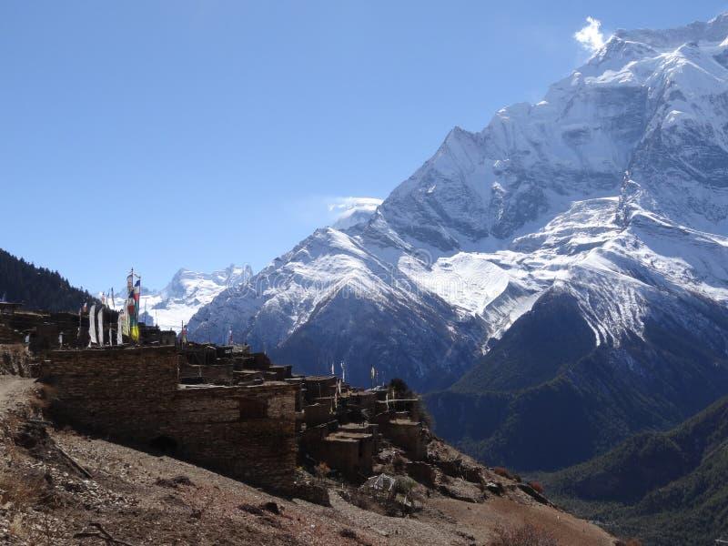 Vila tradicional em nepal, área do anapurna foto de stock royalty free