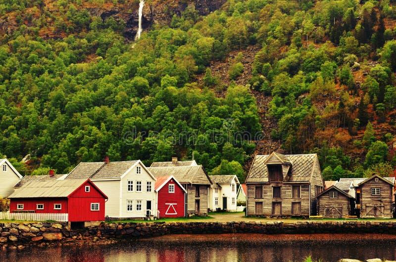 Vila tradicional em Noruega fotos de stock